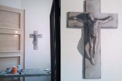 Trompe l'oeil di un crocifisso in pietra