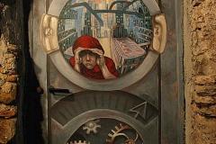 Porta decorata a Valloria